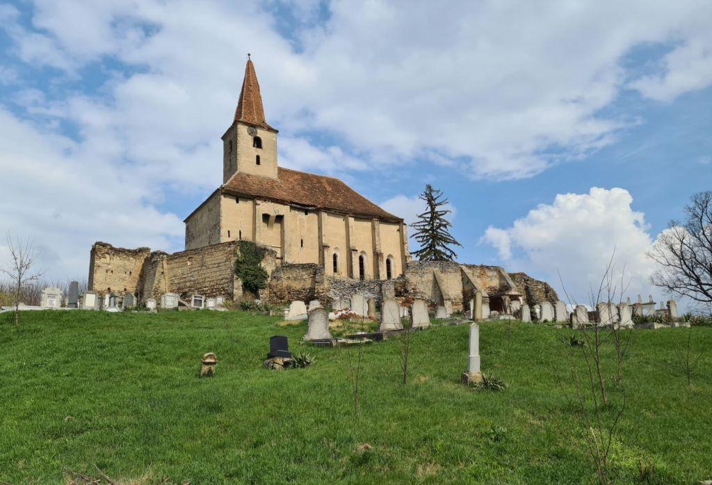 evangelische Kirchenburg mit Friedhof in Dobring, Siebenbuergen