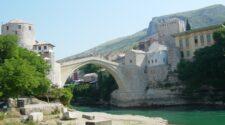 restaurierte Bruecke Stari Most in Mostar