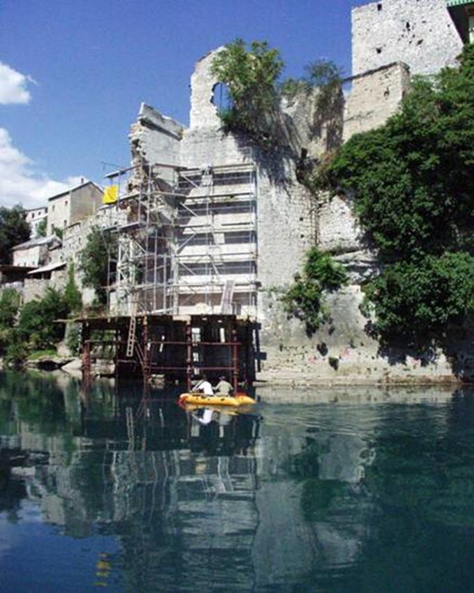 ganzheitliche Untersuchungen an der zerstoerten Bruecke Stari Most in Mostar
